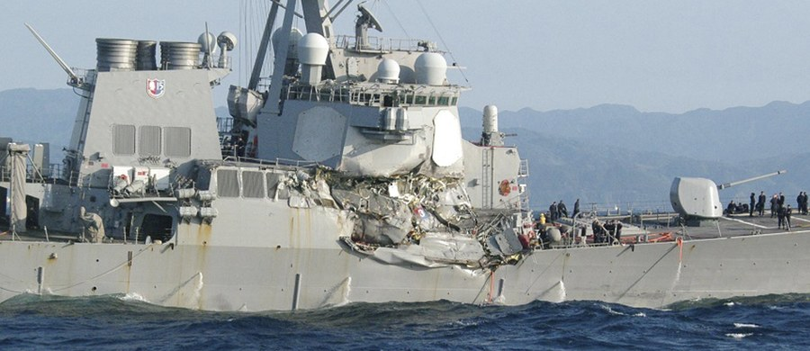 Amerykański niszczyciel USS Fitzgerald zderzył się z japońskim statkiem handlowym. Do wypadku doszło w okolicach miasta Yokosuka u wybrzeży Japonii. Jak informują media, siedmiu amerykańskich marynarzy zaginęło. Na razie nie wiadomo, co było przyczyną zderzenia. Niszczyciel został uderzony w sterburtę ponad linią zanurzenia.