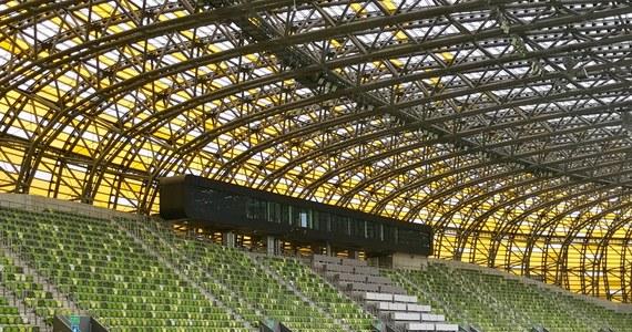 """Nieodkryte zakamarki Stadionu Energa Gdańsk zwiedzaliśmy w ramach naszego niedzielnego cyklu Twoje Niesamowite Miejsce w Faktach RMF FM. Razem z naszym reporterem, byliśmy w miejscach zazwyczaj niedostępnych. Odwiedziliśmy m.in. """"stadionowe więzienie"""" oraz """"skybox"""" mieszczący się nad trybunami."""