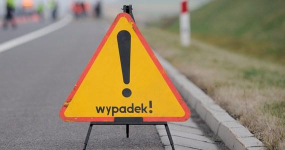 Całą niedzielę trwały powroty z długiego weekendu! Niestety na polskich drogach doszło do wielu wypadków. M.in. sześć osób zostało rannych w zderzeniu czterech samochodów w okolicach węzła Legnica-Wschód na dolnośląskim odcinku A4. O tym, co jeszcze działo się na trasach w całym kraju, informowaliśmy w naszej relacji minuta po minucie. Zobaczcie jej zapis!