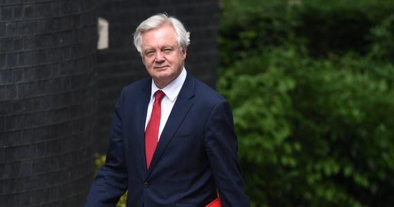 """""""Nie powinno być żadnych wątpliwości, że Wielka Brytania zgodnie z wynikiem ubiegłorocznego referendum wystąpi z Unii Europejskiej"""" - oświadczył brytyjski minister ds. Brexitu David Davis, w przeddzień oficjalnego początku negocjacji w tej sprawie. """"Nie powinno być żadnych wątpliwości, wyjdziemy z UE"""" - przekazał Davis w oświadczeniu."""