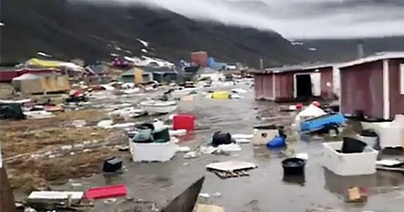 Po trzęsieniu ziemi i tsunami na zachodnim wybrzeżu Grenlandii poszukiwane są cztery osoby. Z najnowszych informacji wynika, że poszkodowanych zostało siedem kolejnych.