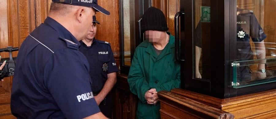 """Sąd Okręgowy w Gdańsku ogłosił decyzję w sprawie Leszka Pękalskiego, nazywanego """"wampirem z Bytowa"""". Uznał mężczyznę za niebezpiecznego i zdecydował o umieszczeniu go w Krajowym Ośrodku Zapobiegania Zachowaniom Dyssocjalnym w Gostyninie. Poniedziałkowa decyzja sądu jest nieprawomocna."""