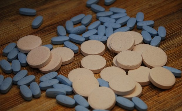 Najczęstszą przyczyną lekomanii są problemy w pracy, nadmiar stresu i obowiązków. Niewiele osób zdaje sobie sprawę, że nadużywając leki można się silnie od nich uzależnić.