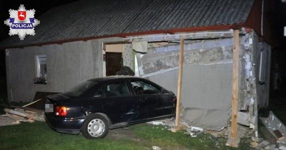 Do groźnie wyglądającego wypadku doszło w miejscowości Łańcuchów na Lubelszczyźnie. 19-letni kierowca stracił panowanie nad autem i wypadł z drogi. Pojazd wbił się w ścianę domu.