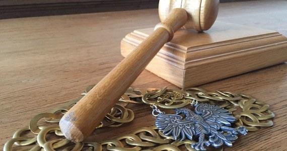 Wydział Spraw Wewnętrznych Prokuratury Krajowej wszczął postępowanie w sprawie zaniedbań byłych prokuratorów Prokuratury Rejonowej w Pucku. Stało się tak na polecenie ministra sprawiedliwości Zbigniewa Ziobro. Śledczy mieli się dopuścić zaniedbań w związku ze śledztwem dotyczącym Mariusza Sz. Jest on oskarżony o przetrzymywanie przez prawie dwa lata żony w piwnicy, wielokrotne gwałty, znęcanie się nad córkami – dwuletnią i czteroletnią, oraz seksualne molestowanie starszej z dziewczynek.