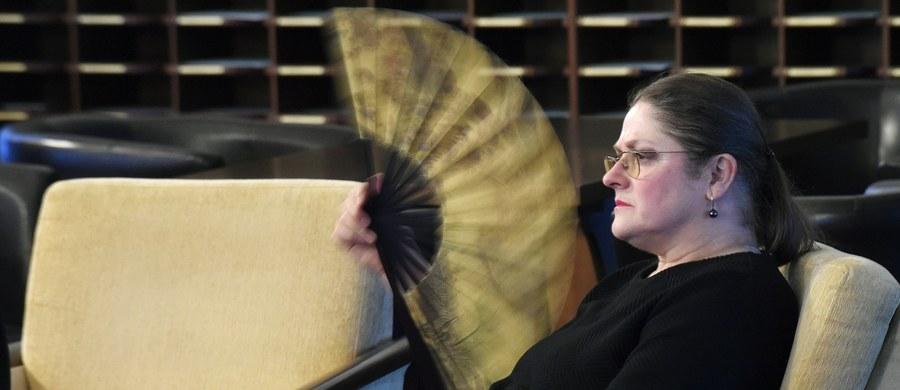 """Komisja etyki poselskiej postanowiła zwrócić uwagę posłance Prawa i Sprawiedliwości Krystynie Pawłowicz za jej marcową wypowiedź o uczestniczkach stołecznych pikiet z okazji Dnia Kobiet. """"Mam w nosie, co robi ta komisja, jest całkowicie zbędna"""" - skomentowała tę decyzję parlamentarzystka."""