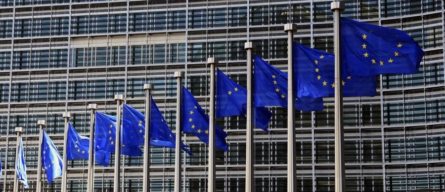 W czwartek w Brukseli rozpocznie się dwudniowy szczyt szefów państw i rządów Unii Europejskiej. Polskiej delegacji będzie przewodniczyć premier Beata Szydło. Na szczycie ma zapaść decyzja ws. uruchomienia wzmocnionej współpracy w obronności. Przywódcy mają też dać zielone światło na przedłużenie sankcji wobec Rosji i zająć się tematem uchodźców.