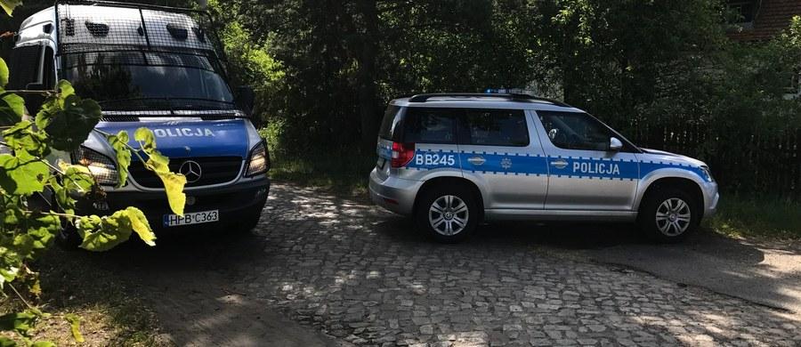 W okolicach wsi Baranowice na Dolnym Śląsku drugą dobę trwają poszukiwania mężczyzny, który w nocy z wtorku na środę z kolegą włamał się na stację benzynową w Dobrzycy pod Pleszewem w Wielkopolsce. Jego kompan w czasie pościgu został śmiertelnie postrzelony przez funkcjonariuszy. Wcześniej w szyję postrzelony został jeden z policjantów.