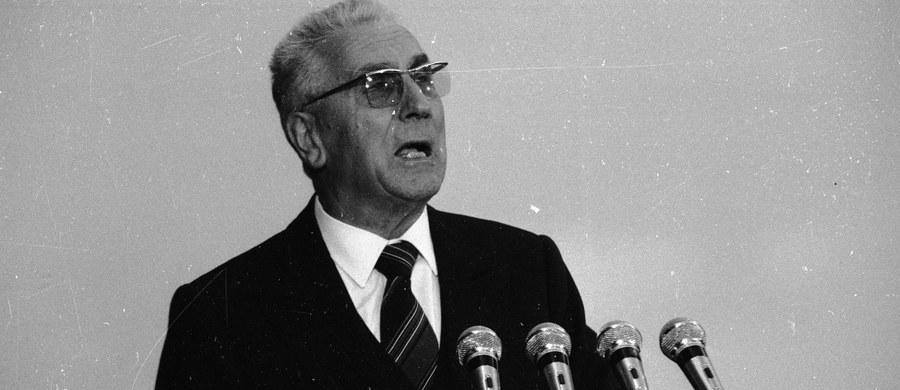 Ponad 97 proc. mieszkańców Sosnowca, którzy wzięli udział w zorganizowanych przez miejscowy samorząd konsultacjach społecznych, opowiedziało się za upamiętnieniem Edwarda Gierka przez nazwanie jego nazwiskiem ronda lub ulicy. W mieście jest już rondo im. Gierka. Były pierwszy sekretarz KC PZPR urodził się właśnie w Sosnowcu.
