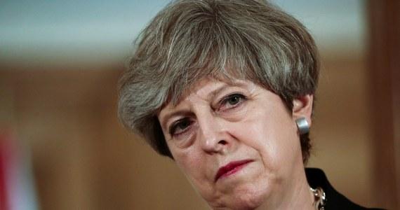 """Brytyjska premier Theresa May przedstawiła w Brukseli propozycję uregulowania statusu obywateli Unii Europejskiej mieszkających w Wielkiej Brytanii. Według niej, każdy kto przebywa legalnie na Wyspach, w ciągu pięciu lat zdobędzie prawo stałego pobytu. """"Polska docenia intencje ale propozycje uznaje za niepełną - powiedział minister ds. europejskich Konrad Szymański."""
