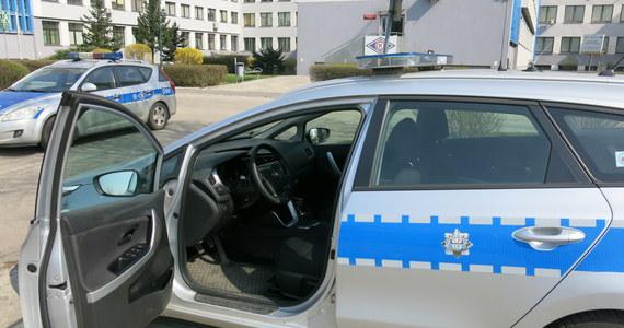 Tajemnicza śmierć kobiety w pokoju hotelowym w Stobiecku Szlacheckim koło Radomska w Łódzkiem. W ostatni czwartek martwą 37-latkę znaleziono ze skrępowanymi rękami i w worku foliowym na głowie.