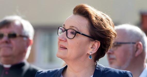 O losach wniosku ws. referendum edukacyjnego zdecydują posłowie; skierowanie go do komisji było jedyną możliwą ustawową procedurą w tym przypadku - przekonywała minister edukacji narodowej Anna Zalewska, pytana w TVP Info, czy głosowanie w tej sprawie ma jeszcze sens. Obywatelski wniosek o przeprowadzenie ogólnokrajowego referendum w sprawie reformy edukacji został skierowany w czwartek do sejmowej Komisji Ustawodawczej.
