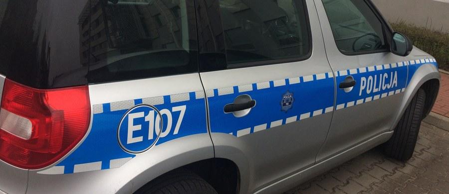 Śmiertelny wypadek w Szczurowej w Małopolsce. Na drodze wojewódzkiej numer 964 motorowerzysta zderzył się z busem przewożącym siedmioro dzieci. Mężczyzna zginął na miejscu.