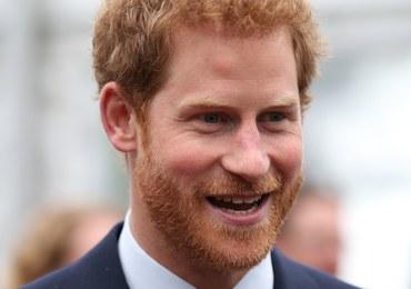 """Książę Harry chciał się """"wypisać"""" z rodziny królewskiej"""