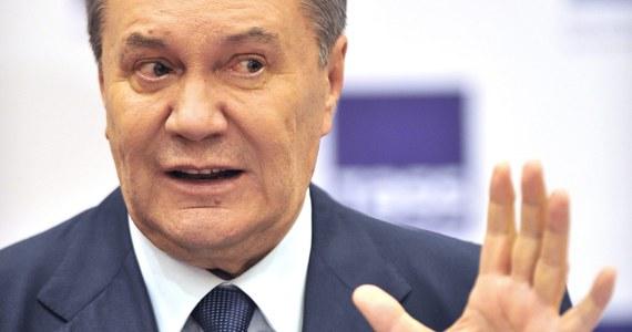 W Kijowie rozpoczął się proces byłego ukraińskiego prezydenta Wiktora Janukowycza. Jest oskarżony o zdradę stanu oraz o współpracę i pomoc Federacji Rosyjskiej, dążącej do zmiany granic Ukrainy w wyniku agresywnej wojny. Po dwóch godzinach posiedzenia proces przerwano do 29 czerwca, by dać Janukowyczowi czas na stawiennictwo w sądzie. Dopiero po dwukrotnej nieobecności oskarżonego sąd będzie mógł prowadzić rozprawę bez jego udziału i wydać wyrok zaoczny.