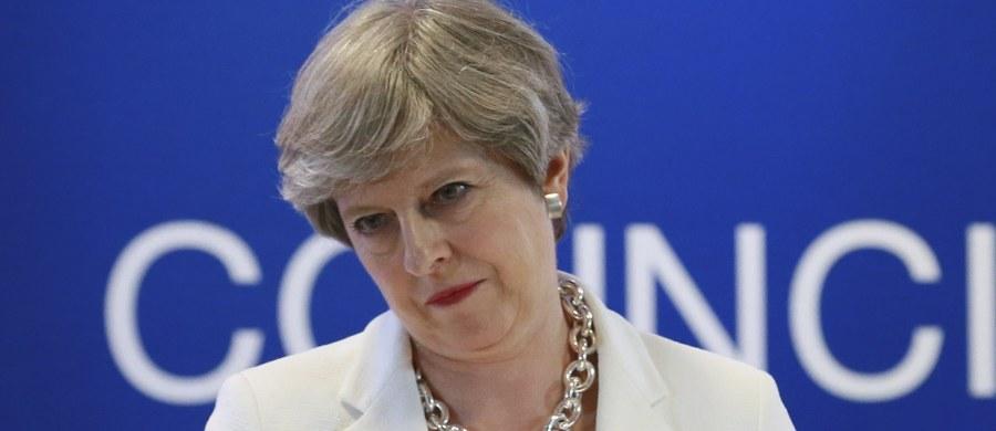 Liderka północnoirlandzkiej Demokratycznej Partii Unionistycznej (DUP) Arlene Foster i przywódczyni Partii Konserwatywnej, premier Wielkiej Brytanii Theresa May podpisały w Londynie porozumienie o poparciu mniejszościowego rządu May. Porozumienie zawarto w siedzibie brytyjskiej premier na Downing Street.