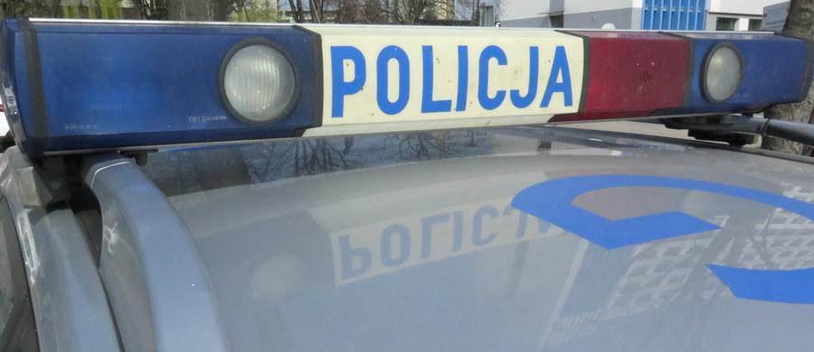 Stołeczna policja przesłuchała mężczyznę, który w sobotę w Radomiu został zaatakowany podczas bójki pomiędzy Młodzieżą Wszechpolską a uczestnikami marszu KOD-u - ustalił dziennikarz RMF FM Patryk Michalski.