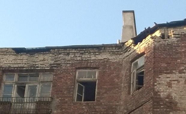 Konieczna będzie całkowita rozbiórka kamienicy przy ul. Bródnowskiej 16 w Warszawie, w której wczoraj późnym wieczorem zawalił się dach i runęły stropy. Ewakuowano mieszkańców dwóch sąsiednich budynków.