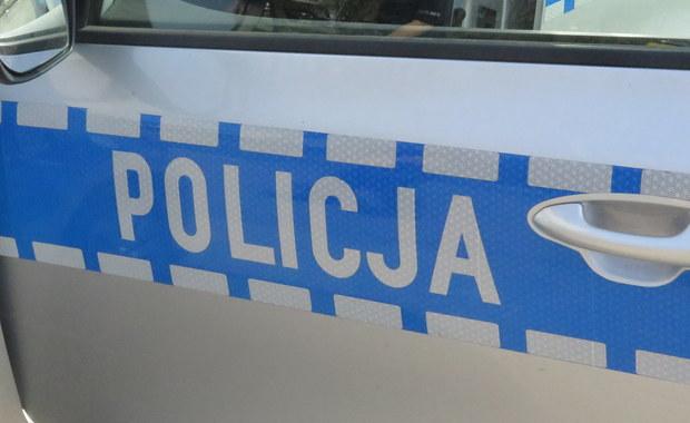 Policyjny pościg w okolicach Pabianic pod Łodzią. Funkcjonariusze ścigali 66-letniego dilera narkotyków. Mężczyzna był poszukiwany listem gończym.