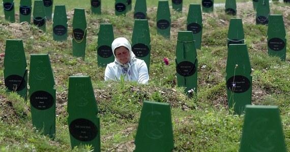 Sąd Apelacyjny w Hadze orzekł, że państwo holenderskie ponosi częściową odpowiedzialność za śmierć ponad 300 muzułmańskich mężczyzn podczas masakry w Srebrenicy w lipcu 1995 roku.