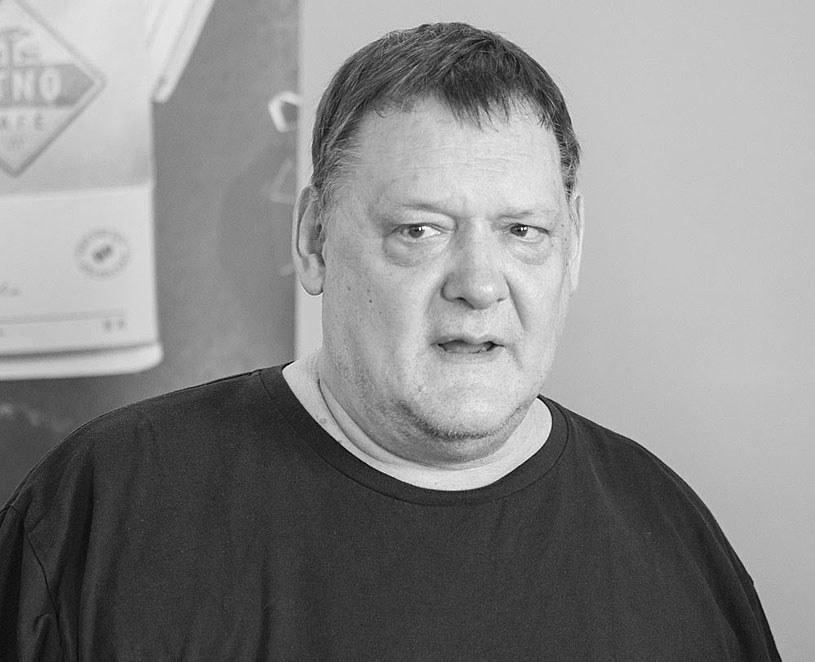 """Dziennikarz i publicysta, reżyser i krytyk kulinarny Piotr Bikont zginął w wypadku samochodowym - podała we wtorek wieczorem """"Gazeta """"Wyborcza"""". Bikont miał 62 lata."""