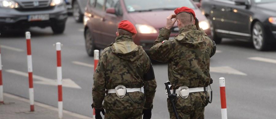 12 osób kradnących umundurowanie i żołnierskie wyposażenie z jednostek zatrzymali funkcjonariusze Żandarmerii Wojskowej. To efekt śledztwa prowadzonego przez warszawską Prokuraturę Okręgową w sprawie grupy przestępczej złożonej z żołnierzy i cywilów.