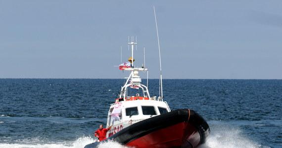 Akcja Morskiej Służby Poszukiwania i Ratownictwa oraz straży granicznej w Kołobrzegu. Pomocy potrzebował kapitan jachtu. Nie mógł wpłynąć do portu z powodu problemów z silnikiem. Jak się okazało, prawdziwe kłopoty mężczyzny dopiero się zaczną - ustaliła nasza reporterka Aneta Łuczkowska.