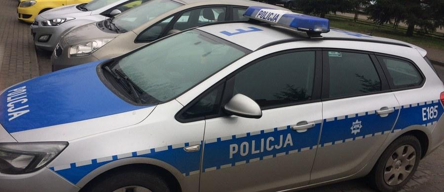 Dwójka policjantów została poszkodowana w wypadku radiowozu w Wałbrzychu na Dolnym Śląsku.