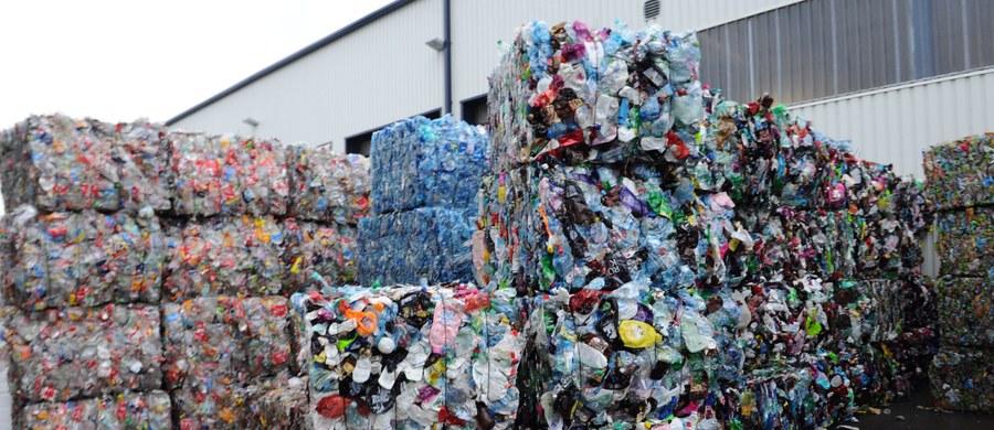 Europejskimi prymusami w recyklingu są Niemcy, Słowenia, Austria Belgia i Holandia. Polska ma spore zaległości do nadrobienia. W 2020 roku wszystkie kraje Unii Europejskiej powinny osiągnąć 50-procentowy poziom recyklingu odpadów komunalnych.