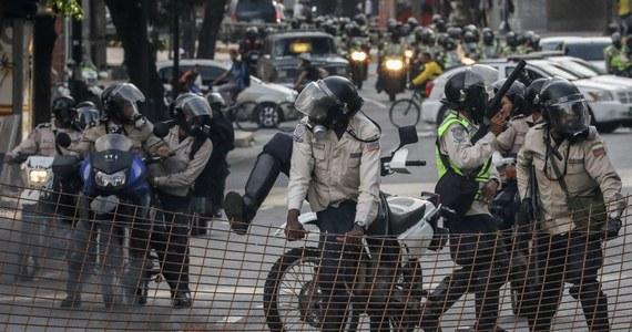 Już co najmniej 80 osób zginęło w trwających od początku kwietnia w Wenezueli antyrządowych protestach. Jak podała prokuratura, w mieście Barquisimeto w piątkowych starciach z policją zginęły cztery osoby.