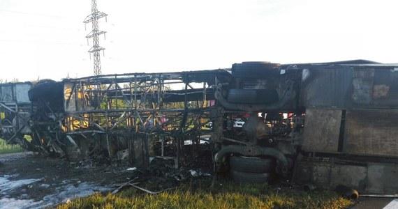 14 osób zginęło, a 14 odniosło obrażenia w zderzeniu autobusu z ciężarówką, do którego doszło po północy w Tatarstanie - podał rosyjski Komitet Śledczy.