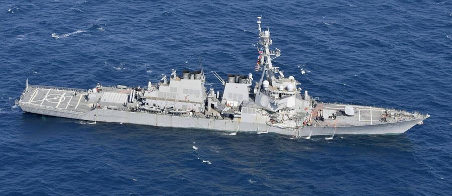 Amerykański niszczyciel przepłynął w odległości 12 mil morskich od wyspy Triton na Morzu Południowochińskim, wchodzącej w skład Wysp Paracelskich, uważanych przez Chiny za ich terytorium, co kwestionują kraje regionu oraz USA - podała CNN.