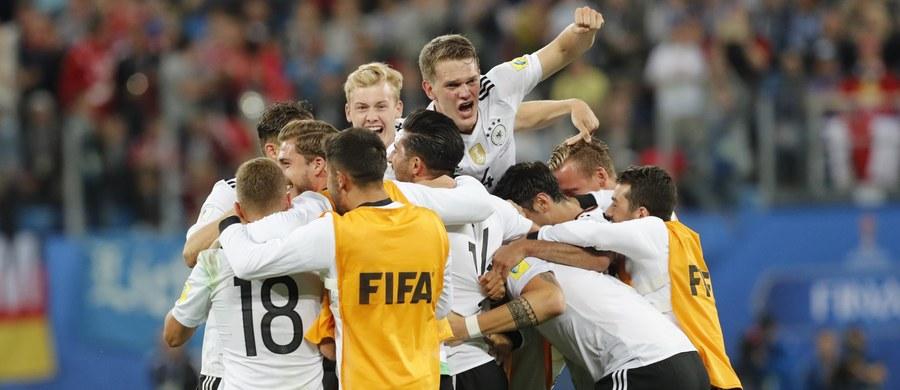 Piłkarska reprezentacja Niemiec, mistrz świata z 2014 roku, zdobyła Puchar Konfederacji FIFA po raz pierwszy w historii. W finale podopieczni selekcjonera Joachima Loewa pokonali mistrza Ameryki Południowej Chile 1:0 (1:0).