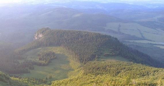 Słowaccy ratownicy ewakuowali Polaka i Anglika spod Hawrania - najwyższego szczytu Tatr Bielskich, na który nie prowadzi żaden szlak turystyczny. Turyści pogubili się i weszli w bardzo trudny teren, z którego nie potrafili się wydostać. Potrzebna była pomoc śmigłowca.
