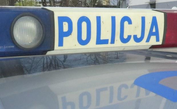 Policja skieruje do sądu rodzinnego sprawę matki, która wczoraj w Tychach zostawiła 4-miesięcznego synka w samochodzie i poszła na zakupy. Płaczące dziecko zauważyła kobieta, która przechodziła obok auta.