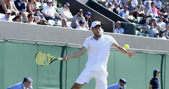 Jerzy Janowicz pokonał rozstawionego z numerem 14 Francuza Lucasa Pouille'a 7:6 (7-4), 7:6 (7-5), 3:6, 6:1 w drugiej rundzie tenisowego turnieju wielkoszlemowego w Wimbledonie. Mecz trwał dwie godziny i 48 minut.