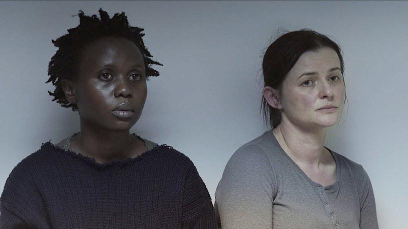 """Kryzys migracyjny i związane z nim problemy uchodźców od kilku lat stanowią jeden z głównych motywów w europejskiej kinematografii. """"Ptaki śpiewają w Kigali"""", ostatni film Joanny Kos-Krauze i jej zmarłego w 2014 roku męża Krzysztofa Krauze, w pierwszej chwili wydaje się wpisywać w ten trend."""
