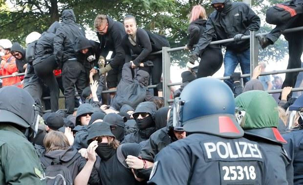 Niemiecka policja starła się w czwartek wieczorem z demonstrantami na ulicach Hamburga, gdzie w piątek rozpocznie się szczyt G20. Funkcjonariusze użyli armatek wodnych po tym, jak w ich stronę poleciały race dymne.