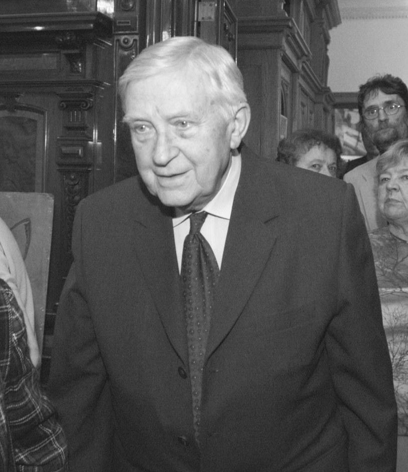 """W czwartek, 6 lipca, zmarł w Łodzi Konstanty Lewkowicz, jeden z najważniejszych polskich kierowników produkcji, odpowiedzialny za powstanie takich tytułów, jak """"Popioły"""", """"Czarne chmury"""" czy """"Łuk Erosa"""". Miał 88 lat."""