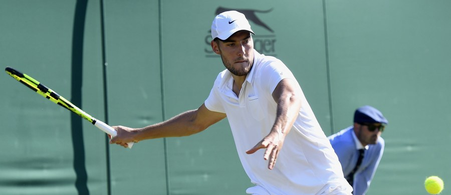 Jerzy Janowicz przegrał z Francuzem Benoit Paire'em 2:6, 6:7 (3-7), 3:6 w trzeciej rundzie i został wyeliminowany z wielkoszlemowego turnieju tenisowego na trawiastych kortach w Wimbledonie. 26-letni Polak po raz trzeci odpadł właśnie na tym etapie rywalizacji. Jego największym sukcesem pozostaje półfinał w 2013 roku.