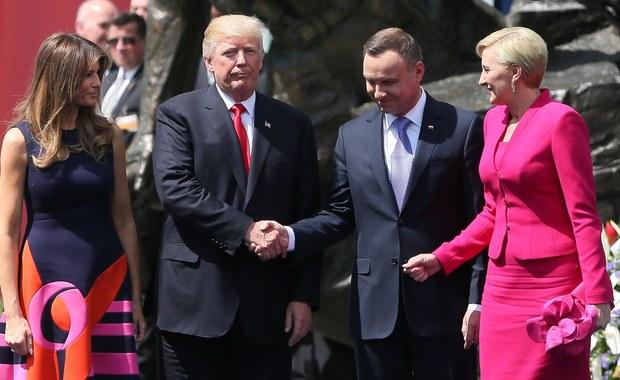 """""""To było takie wystąpienie, które Polskę pokazywało jako takie, w pewnym sensie, państwo z amerykańskiego snu, gdzie w walce ze złem zwycięża jednak dobro, nawet jeżeli przez pewien czas jest w defensywie"""" – tak prezydent Andrzej Duda ocenił w rozmowie z TVP 1 warszawskie wystąpienie Donalda Trumpa. Podkreślił, że było ono bardzo mocne."""