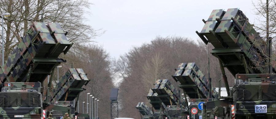 """Wiceszef MON Bartosz Kownacki poinformował w poniedziałek, że w ciągu 10 lat w Polsce będzie cały system obrony powietrznej Patriot. """"Dziś jesteśmy bezbronni, jeśli chodzi o system obrony powietrznej"""" - ocenił."""