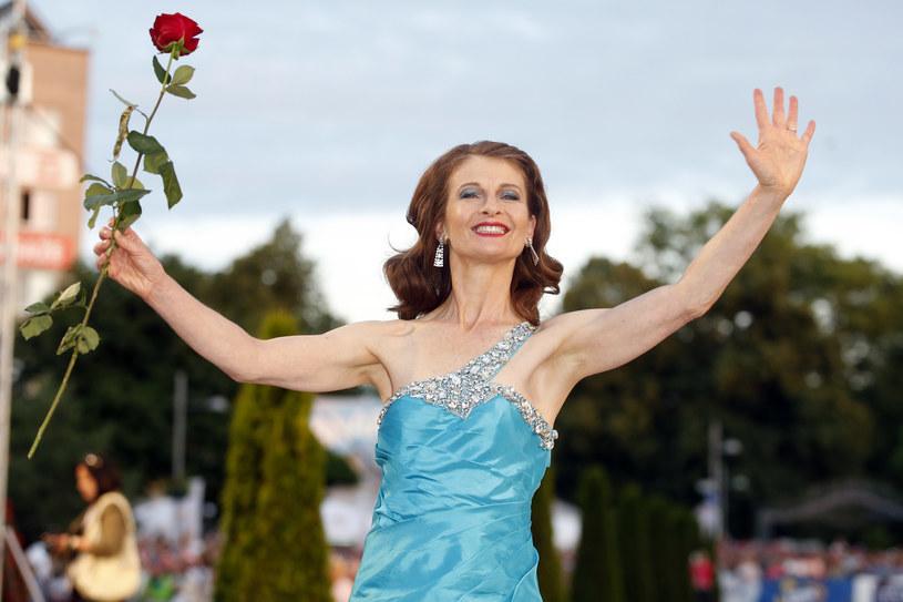 To, że odciskam dłonie w Alei Gwiazd, jest potwierdzeniem tego, żeby nie bać się, marzyć, żeby ryzykować - przyznaje Beata Poźniak. Aktorka, która na stałe pracuje w USA, po raz pierwszy przybyła na Festiwal Gwiazd w Międzyzdrojach.