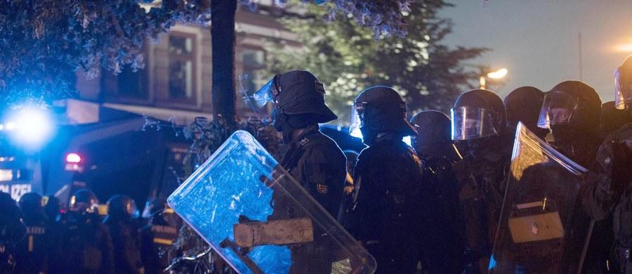 Szef MSW Niemiec Thomas de Maiziere porównał lewicowych zadymiarzy odpowiedzialnych za burdy podczas szczytu G20 w Hamburgu z neonazistami i islamskimi terrorystami. Minister sprawiedliwości Heilo Maas proponuje utworzenie europejskiej kartoteki ekstremistów.