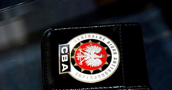 Prokuratura Okręgowa w Olsztynie przedstawiła pięć zarzutów, w tym wyrządzenia szkody majątkowej w wysokości 760 tys. zł, byłemu dyrektorowi tamtejszej polikliniki MSW - poinformowało Centralne Biuro Antykorupcyjne.