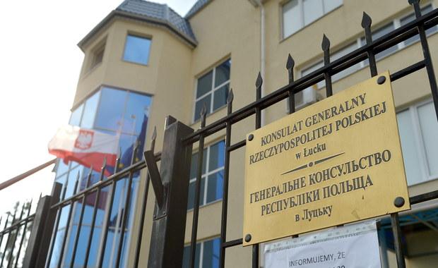 W poniedziałek przy ogrodzeniu Konsulatu Generalnego RP w Łucku nieznani sprawcy odpalili petardę. Nie odnotowano żadnych szkód, ukraińskie służby prowadzą śledztwo w tej sprawie - podało Biuro Rzecznika Prasowego MSZ.