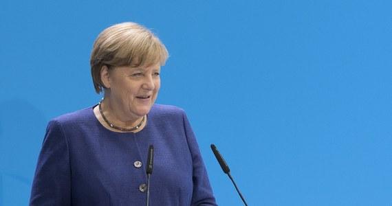 Wraz z nadchodzącymi wyborami do Bundestagu w Niemczech zaostrza się konflikt między obecnymi koalicjantami - SPD i CDU/CSU. Szef MSZ Sigmar Gabriel zarzucił kanclerz Angeli Merkel i jej partii CDU zakłamanie w dyskusji o odpowiedzialności za zamieszki podczas G20.