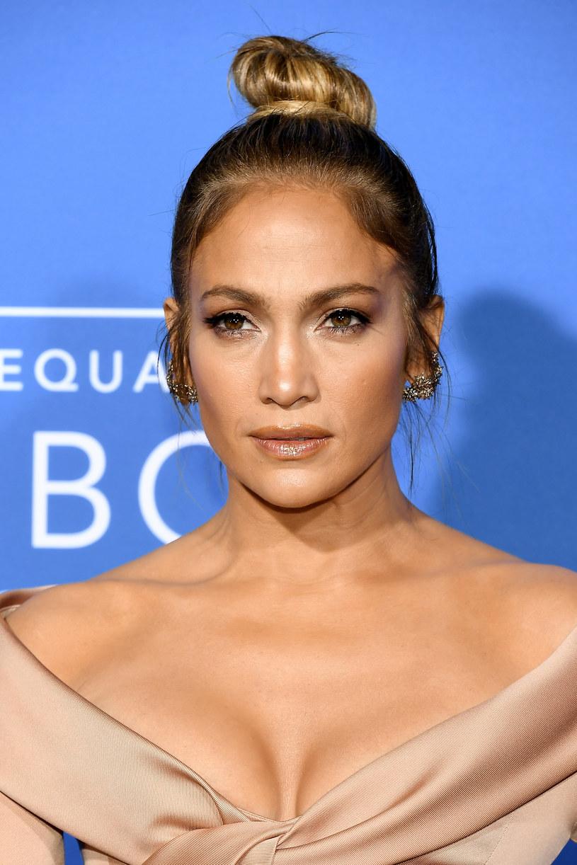 """Teledysk do najnowszego singla Jennifer Lopez """"Ni Tu Ni Yo"""" jest już dostępny. W klipie do """"Ni Tu Ni Yo"""" wystąpił również były mąż wokalistki, Marc Anthony."""