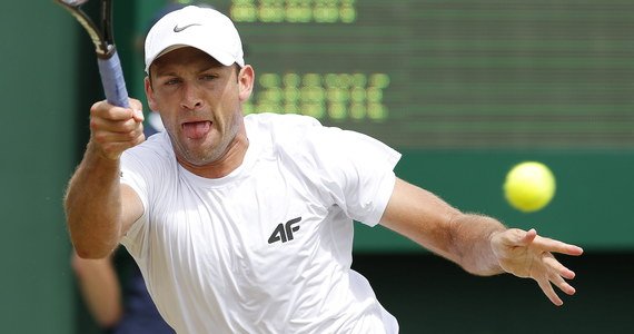 Łukasz Kubot i brazylijski tenisista Marcelo Melo wygrali z brytyjskimi braćmi Kenem i Nealem Skupskimi 7:6 (13-11), 6:4, 6:4 w ćwierćfinale gry podwójnej w wielkoszlemowym Wimbledonie i awansowali do półfinału. Mecz trwał 2 godziny i 11 minut.