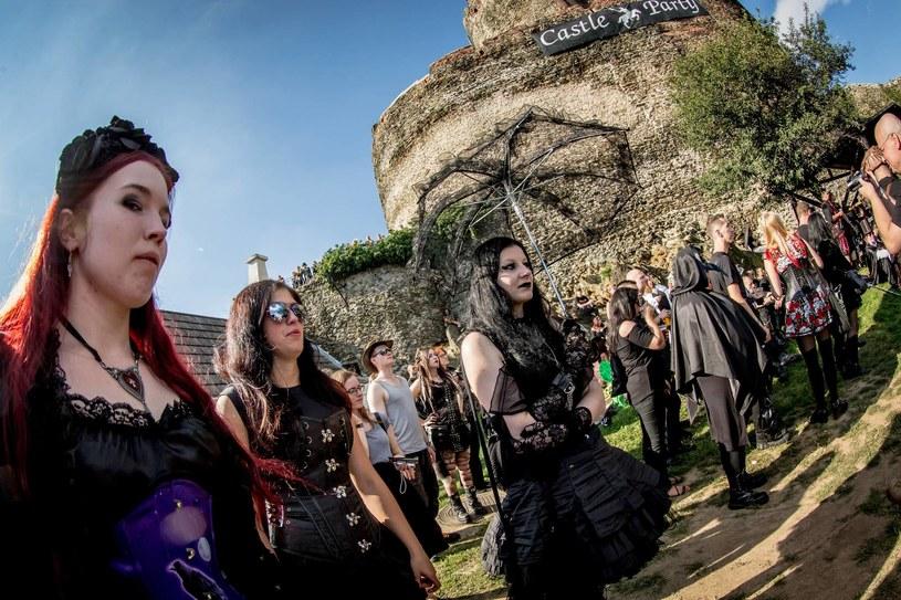Ponad 40 zespołów, w tym tegoroczna gwiazda - szwedzka grupa Tiamat, wystąpi podczas festiwalu muzyki gotyckiej Castle Party, który w czwartek (13 lipca) rozpoczął się na zamku w Bolkowie.